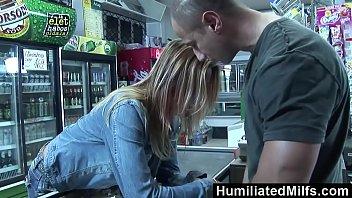 Fazendo sexo dentro de um supermercado com o gerente
