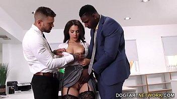 Empresários terminam a reunião com sexo